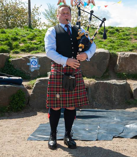 online bagpipe teacher